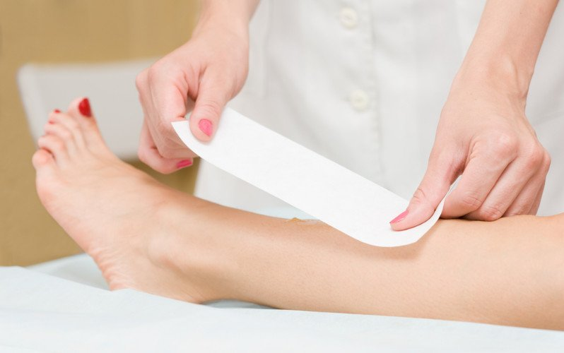 Waxing to remove hairs